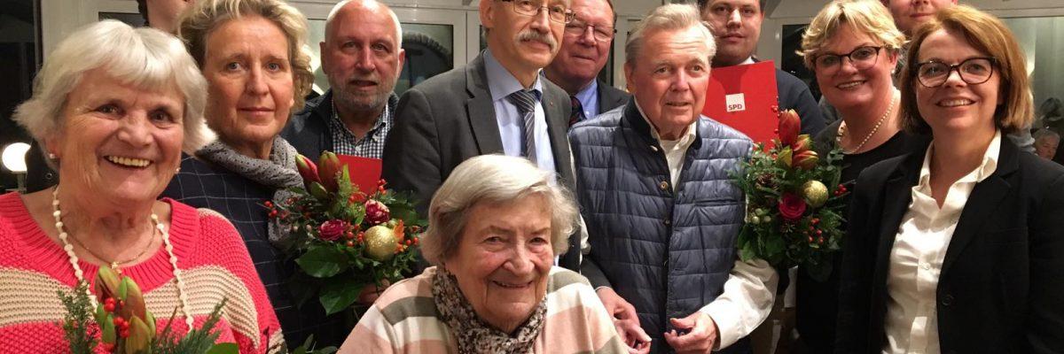 Generalsekretärin der NRWSPD ehrt verdiente Mitglieder